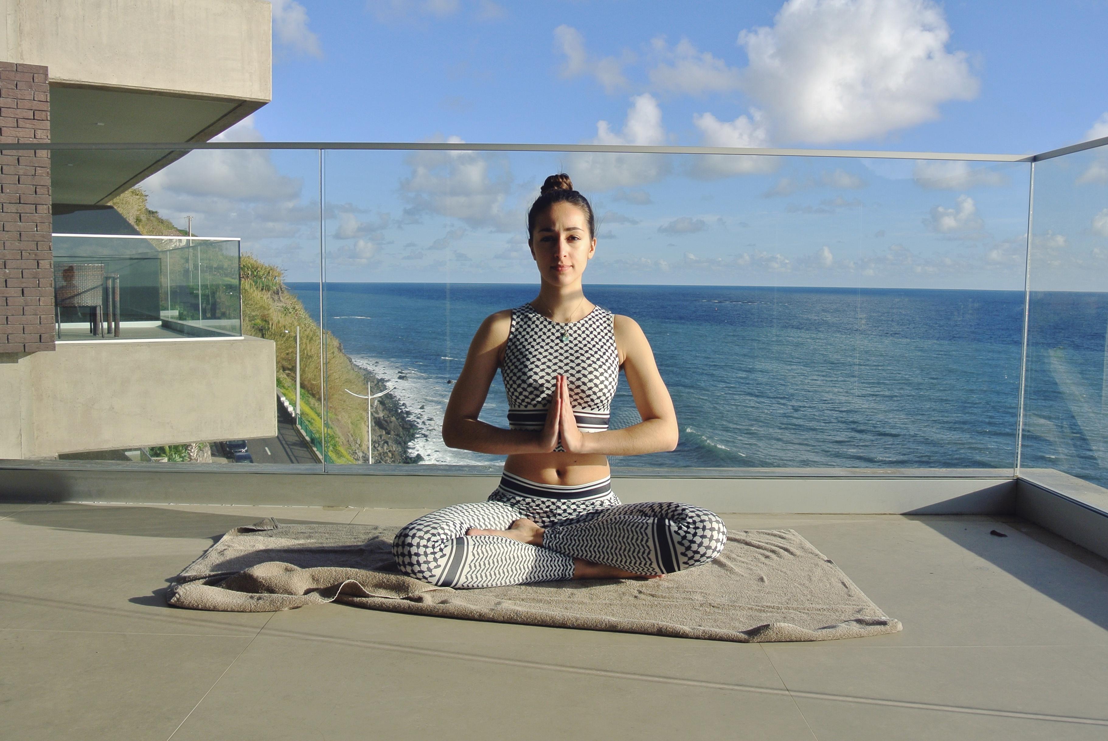 yoga pose yoga label marke fair nachhaltig OGNX